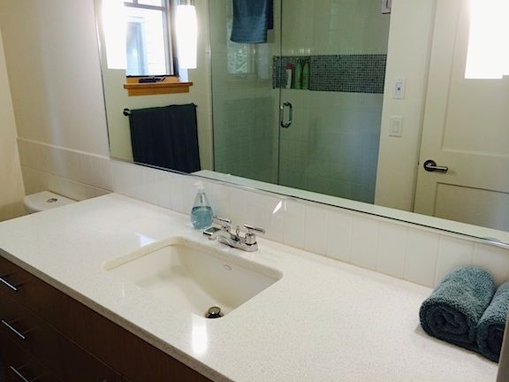 Guest-Cottage-dwn-bath@0